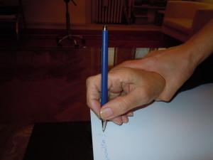 Scrittura con mano aiutata